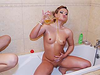 Leanna Sweet in Squirting Czech Milf pissing - pornxn.com   films