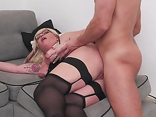 Mature sex bomb gets anal sex from lucky boy mature blowjob films