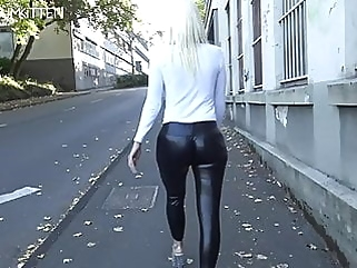 Lara CumKitten - SPERMAWALK AND LEGGINGSWALK blowjob blonde films
