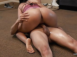 brunette amateur squirting