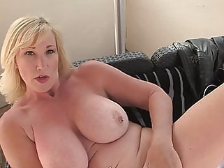 Mature sex bomb with amazing body mature bbw films